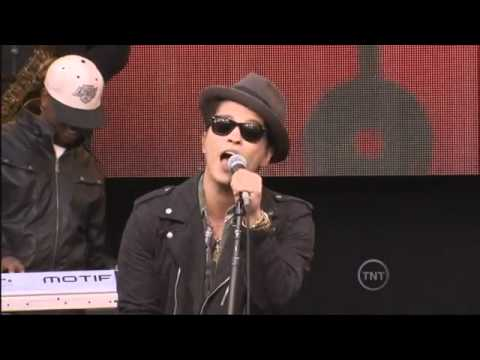 Bruno Mars - The Lazy Song (Live)