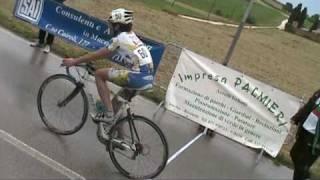 preview picture of video 'Arrivo gara ciclistica Esordienti 1° anno Chiarino di Recanati 02 06 2009'
