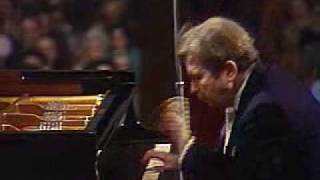 Emil Gilels - Schumann piano concerto, Movt. III (part 1)