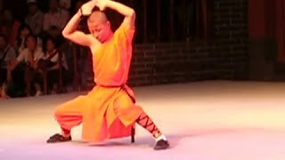 preview picture of video 'Монастырь Шаолинь. Шоу монахов / Shaolin monks show.'