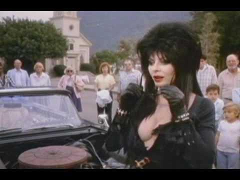 Elvira, a sötétség hercegnője online