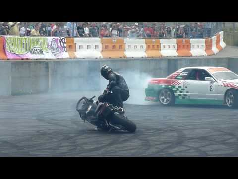 Stunt Bike & Car Battle