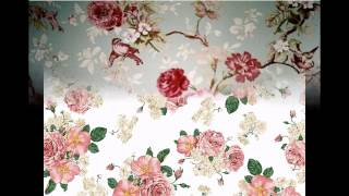 Vintage Style Floral Wallpaper