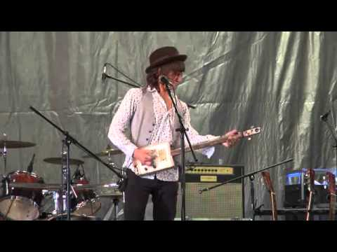 Micah Kesselring on his cigar box guitar, 7/14/13
