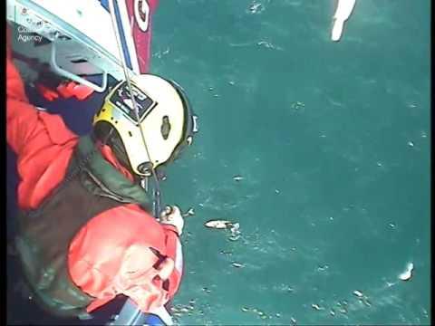 Чудесное спасение: мужчина выжил после 32 часов в холодном море (видео)