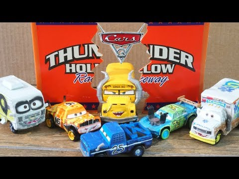 Disney Cars 3 New Thunder Hollow Demo Derby Racers Roscoe Pushover  Broadside