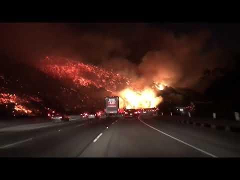 Сильнейшие лесные пожары в южной части штата Калифорния в США