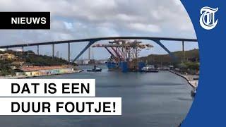 Inschattingsfout: vrachtschip botst tegen brug