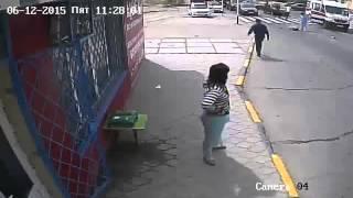 Автомобиль на большой скорости сбил двух мальчиков в Актау (видео ДТП)