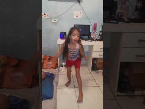 CRIANÇA DE 7 ANOS DANCANDO MUSICA EVANGÉLICA