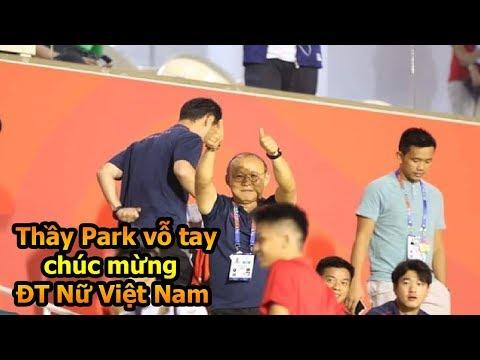 HLV Park Hang Seo vỗ tay chúc mừng ĐT nữ Việt Nam vô địch Sea games 30