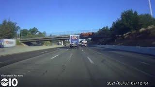 Как не нужно маневрировать: невнимательность одного водителя привела к масштабному ДТП. ВИДЕО