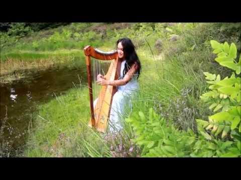 Femke Bloem combineert harp, zang en yoga tijdens avond van KoffieMet in Dronten