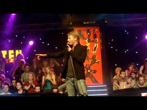 Thomas Berge als Robbie Williams tijdens Mega Piraten Festijn Wanroij 2010