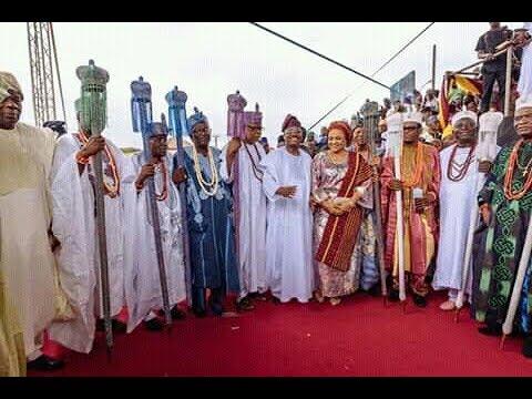 Governor Ajimobi Installs 21 News Kings In Ibadan