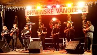 preview picture of video 'Ukulele Orchestra jako Brno No Woman, No Cry (Brněnské Vánoce 2013)'