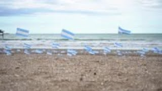 Hundreds of Argentine flags to honor virus deaths