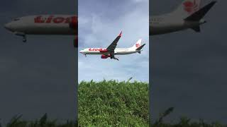 preview picture of video 'Lion air Boeing 737-MAX 8 PK-LQH landing sepinggan AirPort'