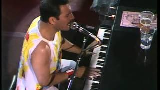 Смотреть онлайн Концерт группы Queen на стадионе Уэмбли 1986 год