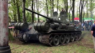 preview picture of video 'Czołg T-34/85, 01.05.2013, Świętochłowice - Skałka (Video Test Iphone 5) (1)'