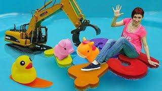 Аквапарк для игрушек - Машинки, Маша и бассейн - Видео с игрушками Капуки Кануки