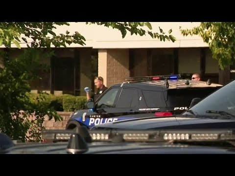 Customers left inside Canton bank during robbery