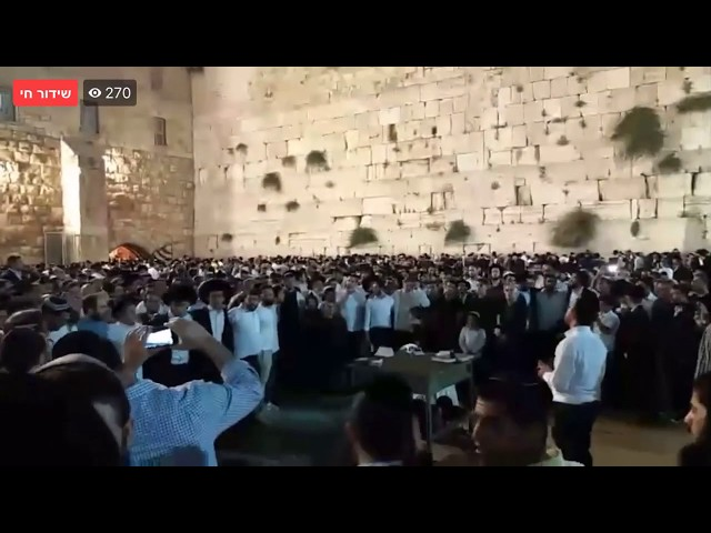 צפו בכותל: עם ישראל שר לבורא עולם!