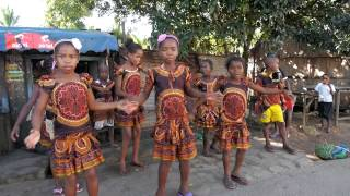 preview picture of video 'Mananjary got talent! Kids dancing and practicing in Madagascar'