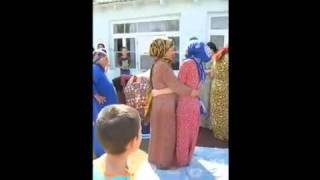 cute girls unmarried fighing in wedding.wmv