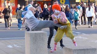 Gambar cover Ronald McDonald Fights Grandpa!