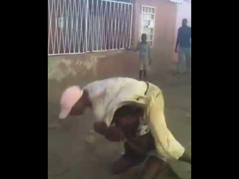 Briga feia na Favela do Justinos  Maria Mijona x Zé do Sarrafo