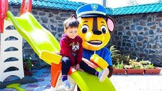 Щенячий патруль строят горку Smoby Видео для детей Paw Patrol toys build a kids slide Smoby