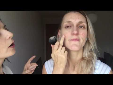 Le masque rajeunissant de la personne le café de soie des engrais chop les rappels