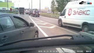 Смотреть онлайн Поругались и разбили друг другу автомобили