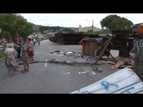 Obra parada traz problemas ao bairro Santa Terezinha;