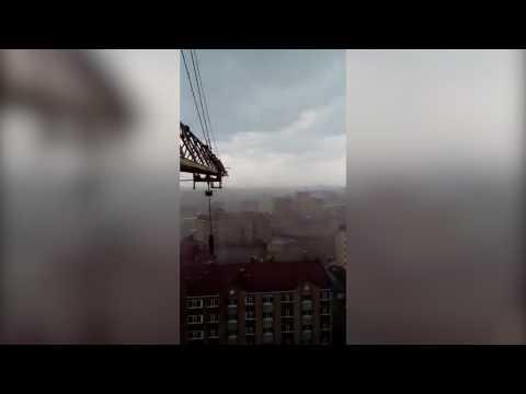 Вид на ураган из кабины башенного крана