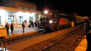 preview picture of video 'www.orientbahn-reisen.de Raja-Bahnhof Zanjan, Iran'