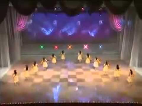 Vừa nhảy múa Vừa thay đồ