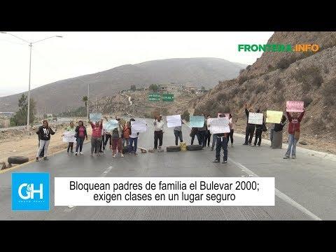 Bloquean padres de familia el Bulevar 2000; exigen clases en un lugar seguro