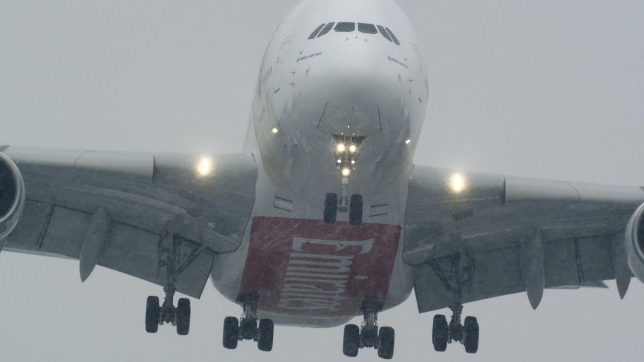 Экстремальная посадка Airbus А380-800 в шторм