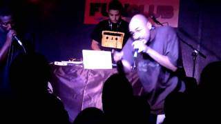 El Chojin - Superheroe - ¡¡¡TEMA COMPLETO!!! (Sala Funclub Sevilla) 2011