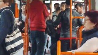 Tiganii Petrec In Mijlocul De Transport Public (tramvai 41)