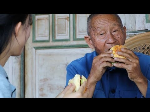 Grandparents who live in the countryside eat hamburgers for the first time in their life