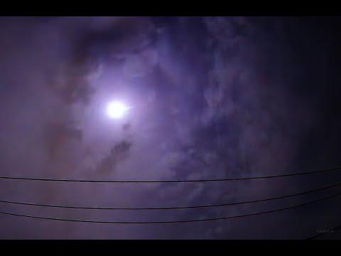 影片曝光!東京深夜驚傳巨響 「火流星」劃過天際照亮夜空