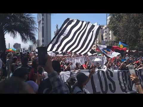 """Piñera Renuncia - Garra Blanca"" Barra: Garra Blanca • Club: Colo-Colo"