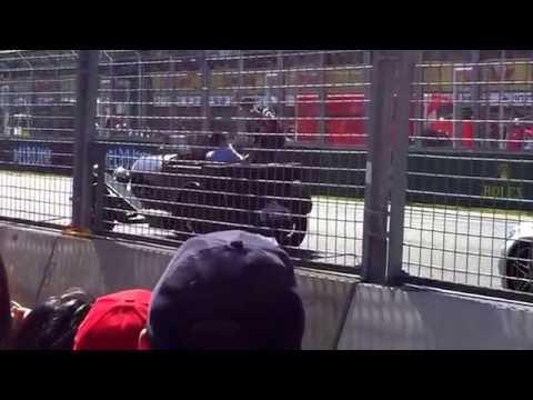2015-formula-1®-rolex-australian-grand-prix--daniel-riccardo-driver-parade-waving-to-the-crowd