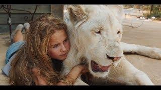 女孩养大一头白狮,每天亲密相处,对它像亲人一样!