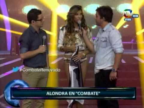 Nova namorada de Guerrero aparece com bandeira de Corinthians em televisão Peruana
