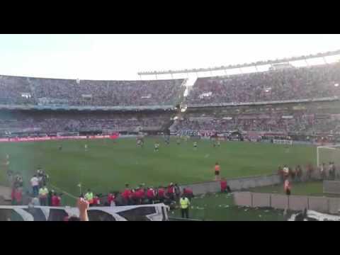 """""""La hinchada del querido River Plate alentando al equipo"""" Barra: Los Borrachos del Tablón • Club: River Plate"""