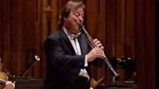 Andrew Marriner - Mozart clarinet concerto I.Allegro (pt 1)